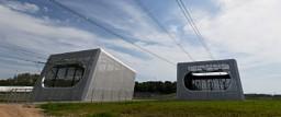 Perforerede aluminiumsplader får transformerstationerne til at passe elegant ind i omgivelserne