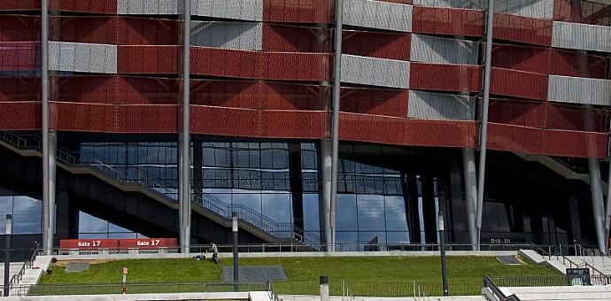 Metal extendido RMIG en la fachada del Estadio Nacional de Varsovia